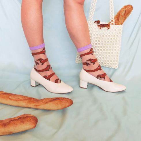 """Pin's chien """"Teckel"""" et chaussettes marrantes signés Coucou Suzette"""
